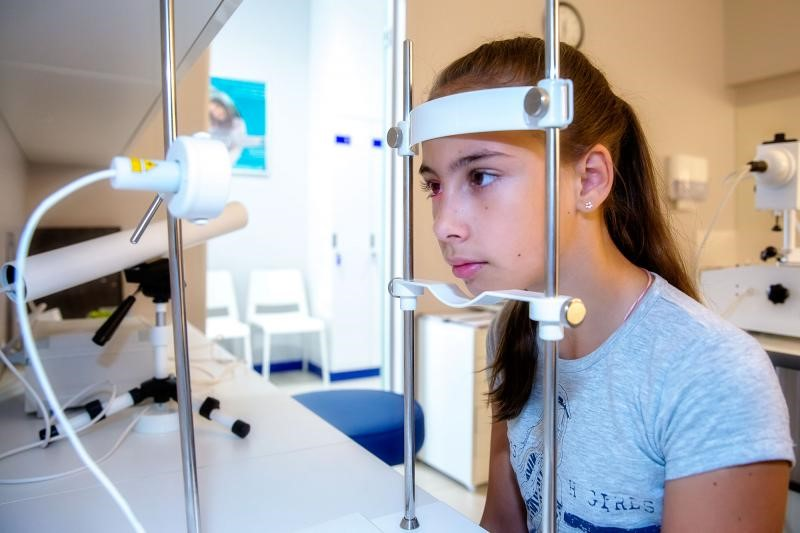 Лазеростимуляция сетчатки глаз ЛАСТ 01 в Екатеринбурге в салонах оптики Зеркальный