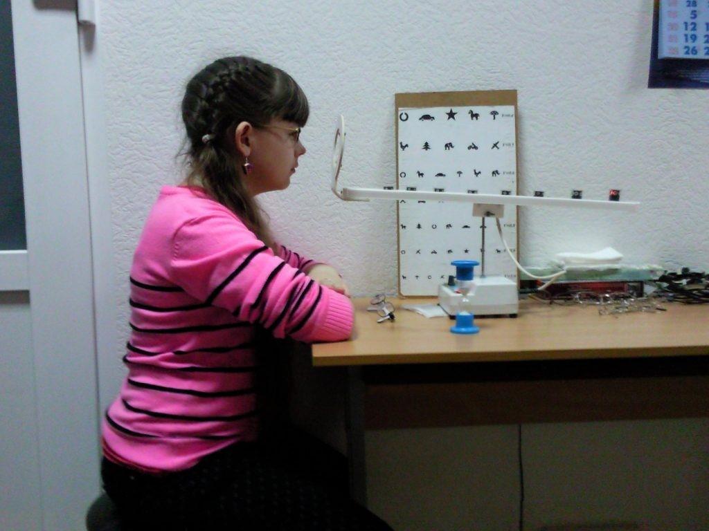 Лечение глаз и тренировка аккомодации на аппарате РУЧЕЕК в Екатеринбурге в салонах оптики Зеркальный